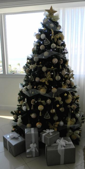 las bolas de Navidad y preciosos árboles de Navidad con perlas y cuentas (32) (352x700, 169 KB)