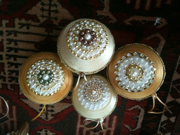 las bolas de Navidad y preciosos árboles de Navidad con perlas y cuentas (38) (700x525, 291KB)