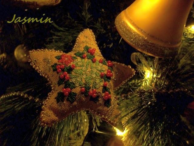 Рождественская звезда из мешковины с вышивкой (1) (640x480, 221Kb)
