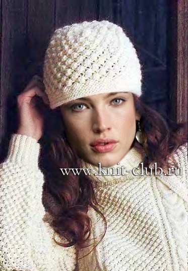 Белая зимняя шапка связана