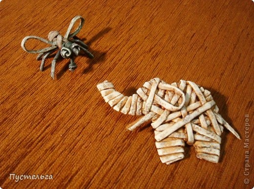 Плетение из газет. Лошадка и другие игрушки для елочки (11) (520x387, 168Kb)