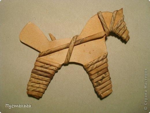 Плетение из газет. Лошадка и другие игрушки для елочки (18) (520x390, 85Kb)