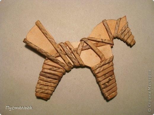 Плетение из газет. Лошадка и другие игрушки для елочки (19) (520x390, 92Kb)