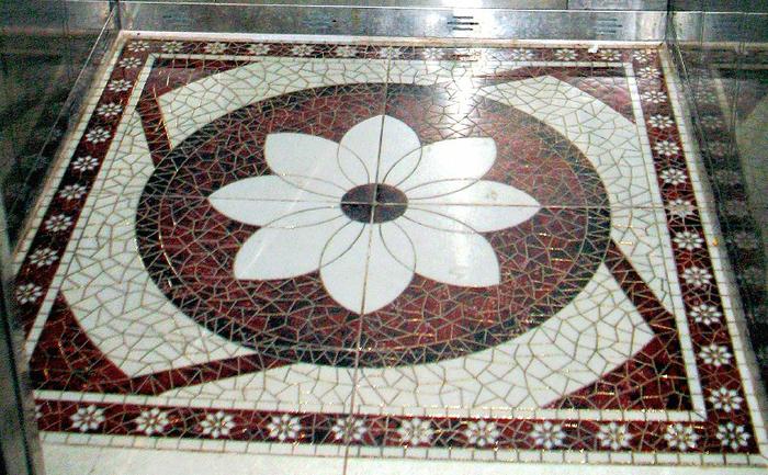 01 Мозаичный пол в лифте 2 (700x433, 506Kb)