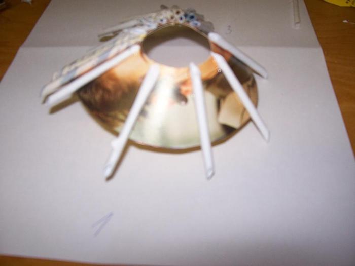 Новогодняя елочка из газетных трубочек. Мастер-класс (7) (700x525, 137Kb)