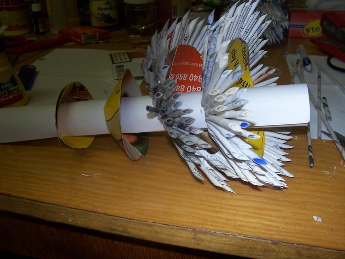 Новогодняя елочка из газетных трубочек. Мастер-класс (13) (700x525, 240Kb)