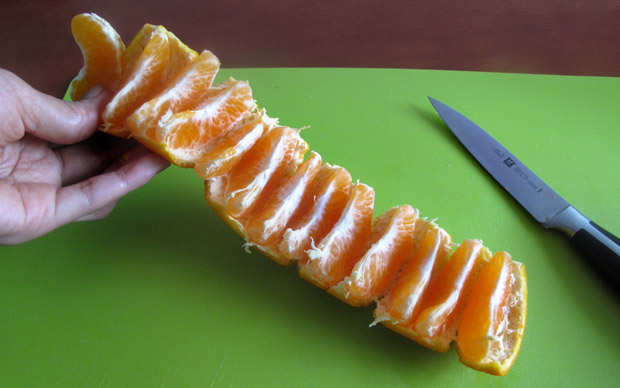 easy-way-to-eat-mandarin-01 (620x388, 59Kb)