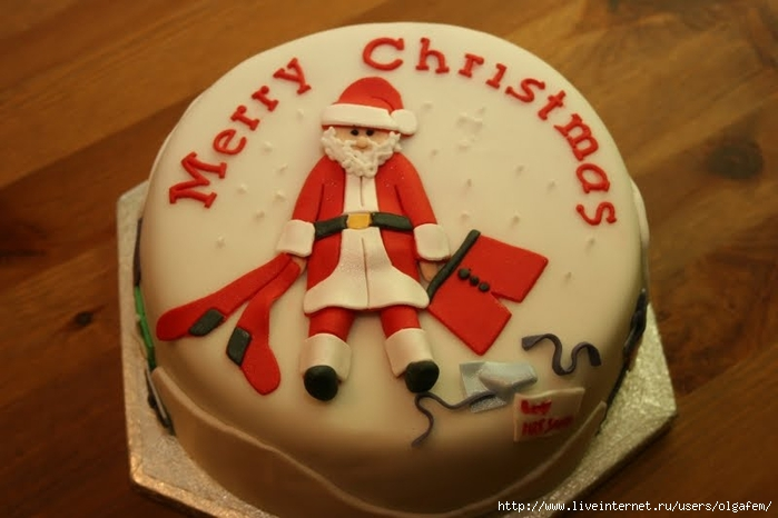Merry_christmas_cake_with_santa_claus_decoration_cream_wallpaper (700x466, 183Kb)