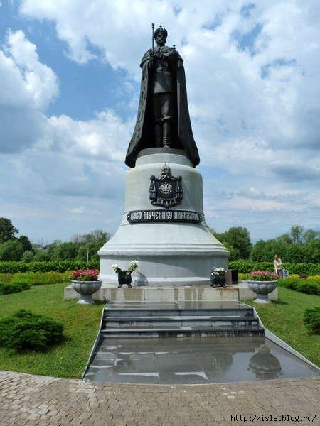 памятник последнему российскому императору (450x600, 125Kb)