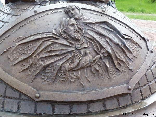 памятник Святым Петру и Февронии1 (600x450, 156Kb)