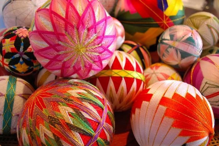 японские шары темари фото (700x468, 290Kb)