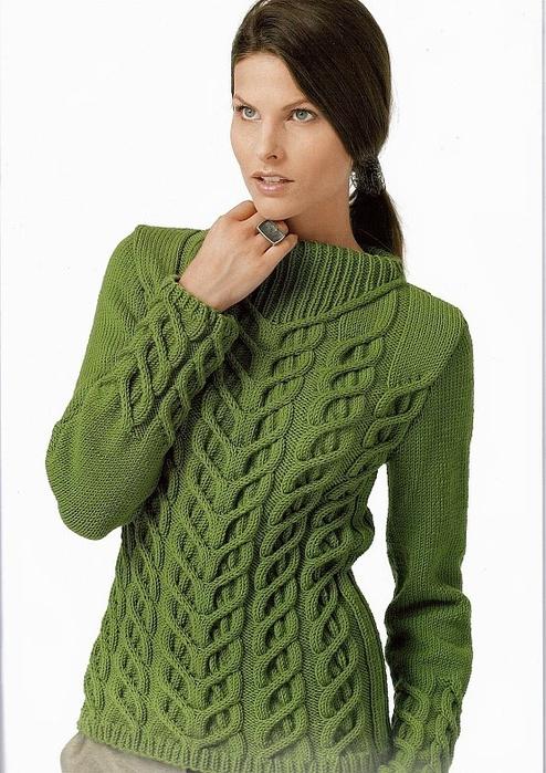 Женский пуловер с косами.