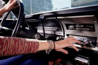 музыка в авто (330x220, 33Kb)