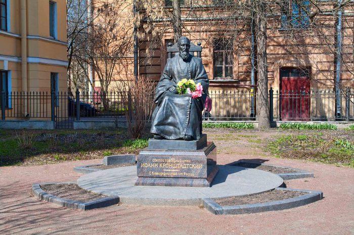 Памятник Св Иоанну Кронштадтскому (700x465, 105Kb)