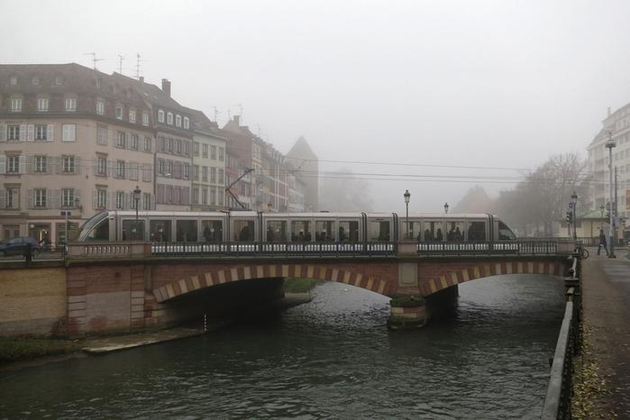 Утренняя прогулка по Страсбургу1 (700x466, 325Kb)