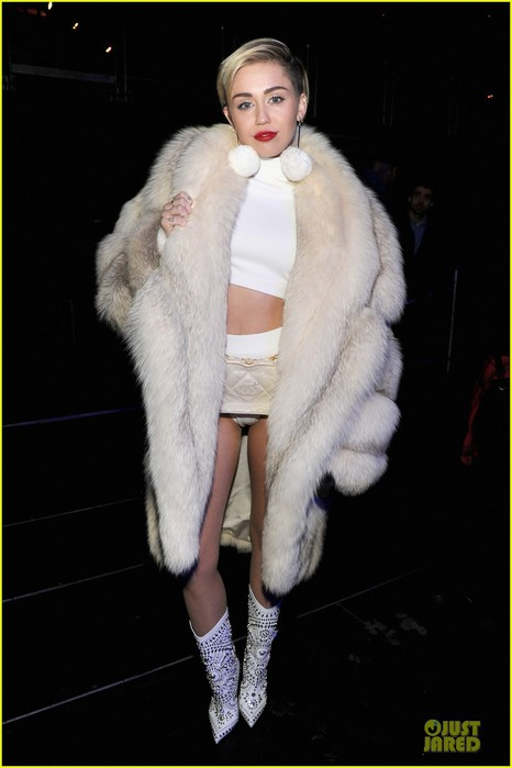 miley-cyrus-white-hot-for-hot-995-jingle-ball-2013-01 (466x700, 52Kb)