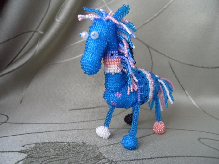 Конь юлий из бисера