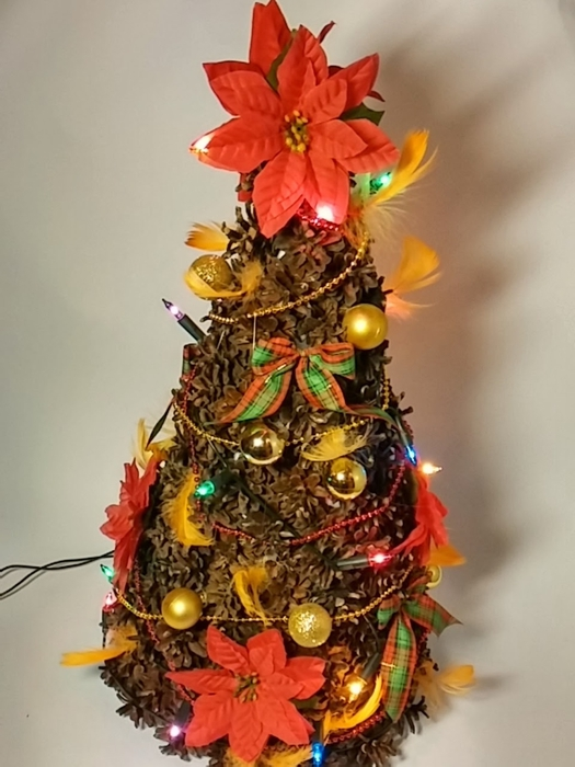 Новогодняя елочка из сосновых шишек (15) (525x700, 226Kb)