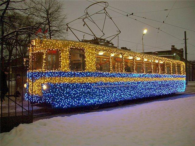 1387919220_novogodniy_tramvay_zhelaniy (640x480, 103Kb)