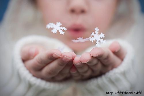 Тихо падает снег…заполняя вокруг всё собою