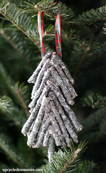 diy-rustic-twig-christmas-tree-ornament-upcycledtreasures1 (367x600, 456Kb)