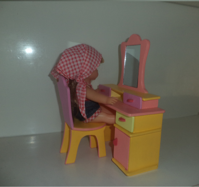 Кукольный туалетный столик своими руками 62
