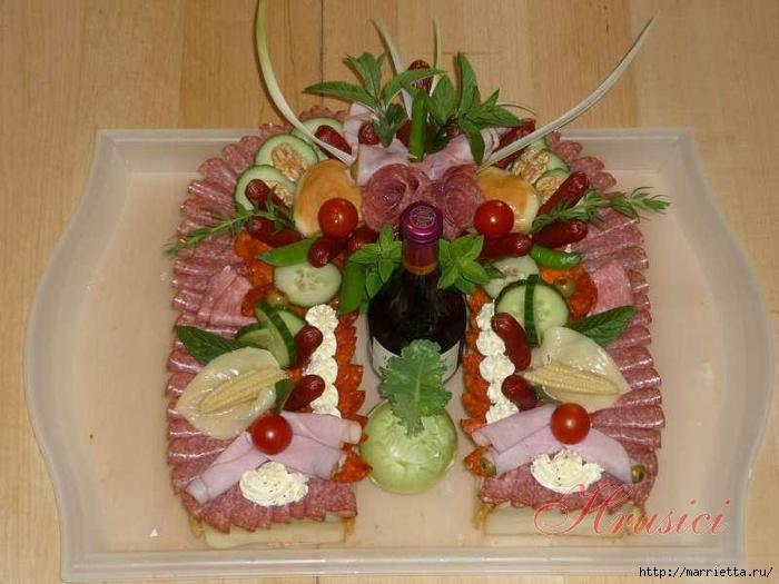 Новогодний СОЛЕНЫЙ торт. ПОДКОВА (6) (700x525, 243Kb)