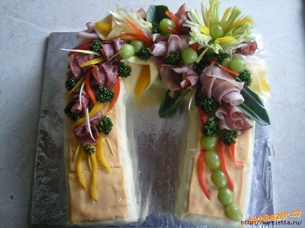 Новогодний СОЛЕНЫЙ торт. ПОДКОВА (16) (600x450, 147Kb)