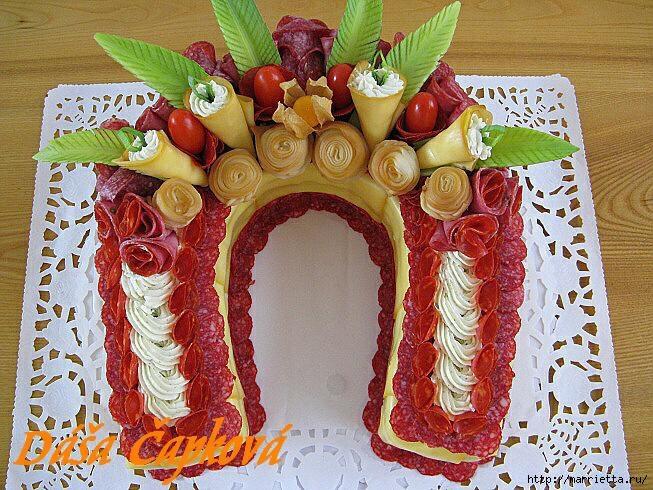 Новогодний СОЛЕНЫЙ торт. ПОДКОВА (39) (653x490, 293Kb)