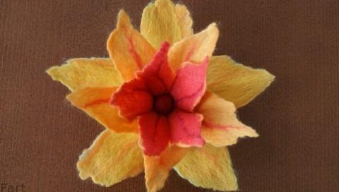 Цветы в технике мокрого валяния из шерсти. Фото мастер-класс (15) (480x272, 72Kb)
