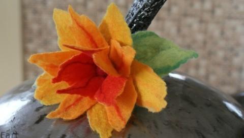 Цветы в технике мокрого валяния из шерсти. Фото мастер-класс (17) (480x272, 64Kb)