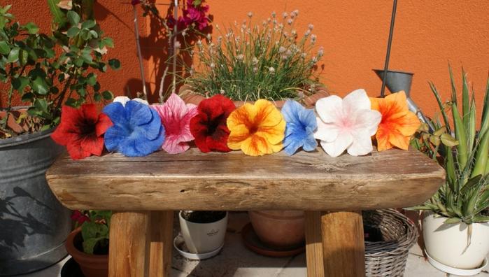 Цветы в технике мокрого валяния из шерсти. Фото мастер-класс (39) (700x396, 243Kb)