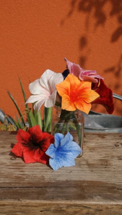 Цветы в технике мокрого валяния из шерсти. Фото мастер-класс (41) (396x700, 194Kb)