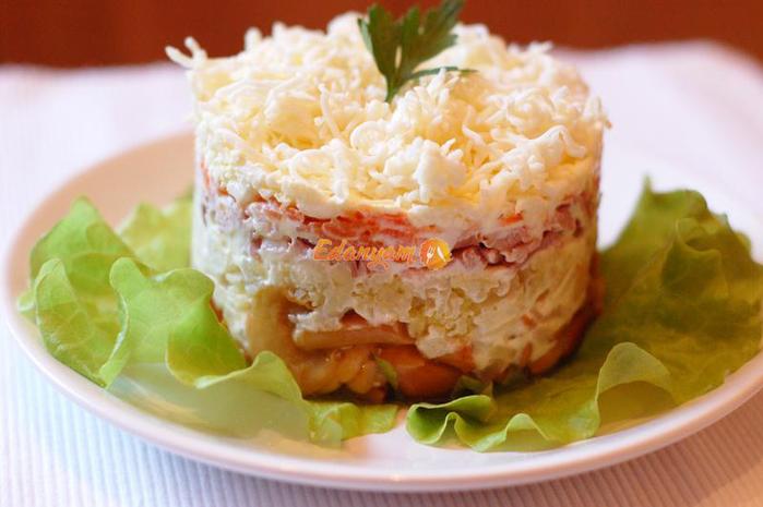 Салат с маринованными опятами и курицей слоями рецепт