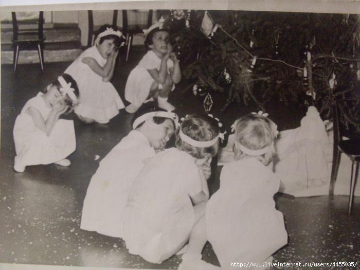 Скопированные фотоальбомы семьи 252 (700x525, 295Kb)