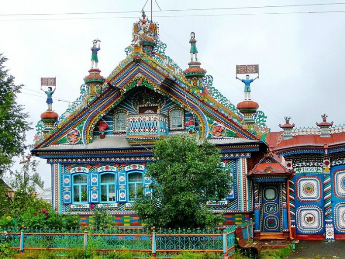 2-Необычный дом кузнеца Сергея Кириллова (700x525, 200Kb)