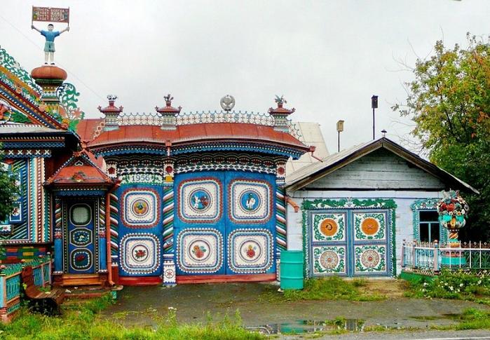 3-Необычный дом кузнеца Сергея Кириллова (700x485, 464Kb)