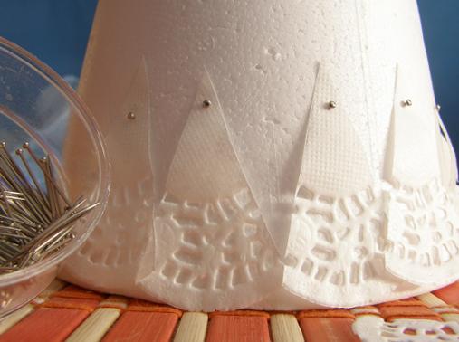 Новогодняя елочка из кружевных бумажных салфеток (3) (507x378, 485Kb)