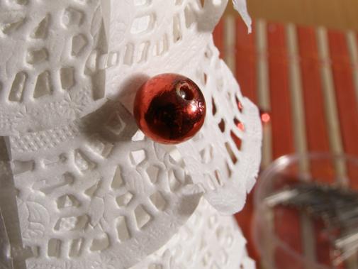 Новогодняя елочка из кружевных бумажных салфеток (8) (505x379, 492Kb)