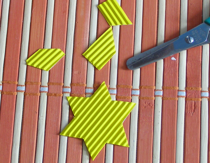 Новогодняя елочка из кружевных бумажных салфеток (11) (700x542, 597Kb)