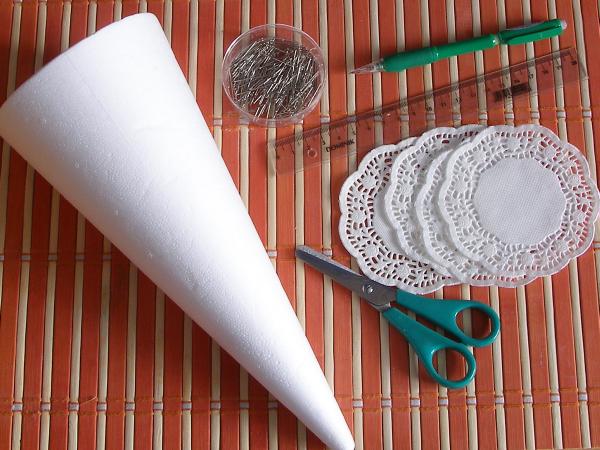 Новогодняя елочка из кружевных бумажных салфеток (19) (600x450, 475Kb)