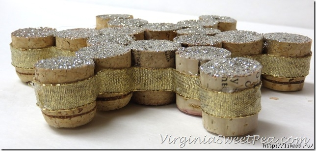 Glue-Ribbon-to-Edge-of-Wine-Cork-Ornament_thumb (644x307, 144Kb)