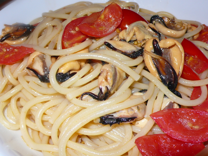 спагетти с мидиями и помидорами2 (700x525, 353Kb)