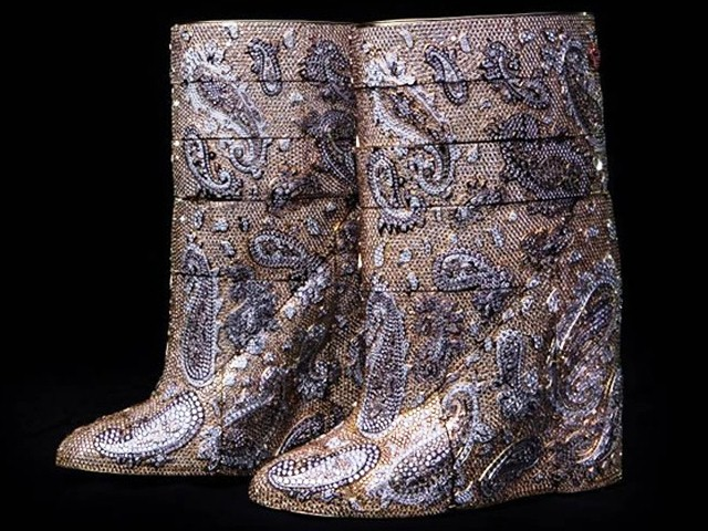 Most-expensive-boots-are-diamond-studded-by-Vandevorst-cost-3.1-mn-dollars (640x480, 124Kb)