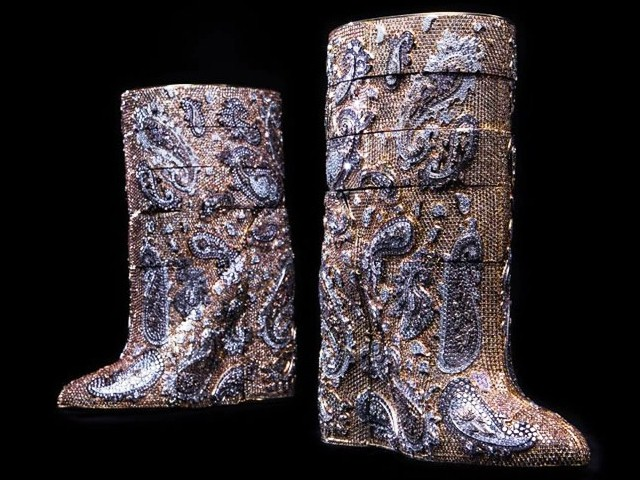 Most-expensive-boots-are-diamond-studded-by-Vandevorst-cost-3.1-mn-dollars-2 (640x480, 110Kb)