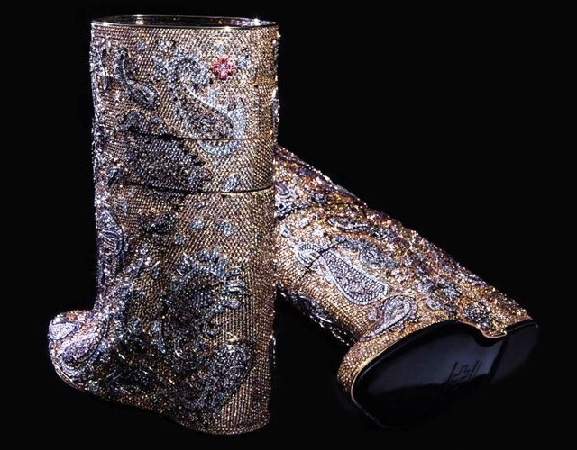 Most-expensive-boots-are-diamond-studded-by-Vandevorst-cost-3.1-mn-dollars-4 (640x500, 204Kb)