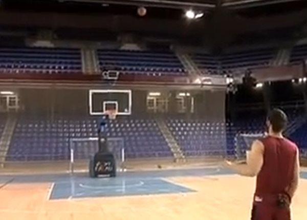 Видео. Мячом в баскетбольное кольцо