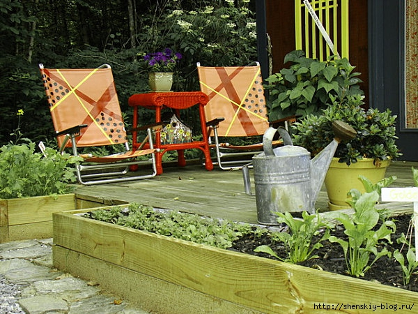 backyard-garden-shed-wooden-deck-sitting-area (600x450, 270Kb)