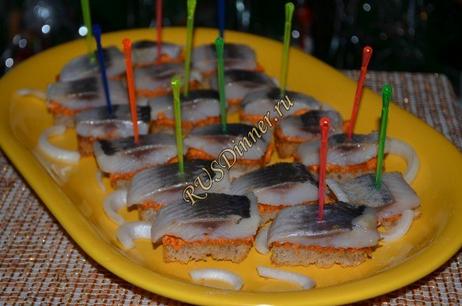 Закусочные канапе с селёдкой