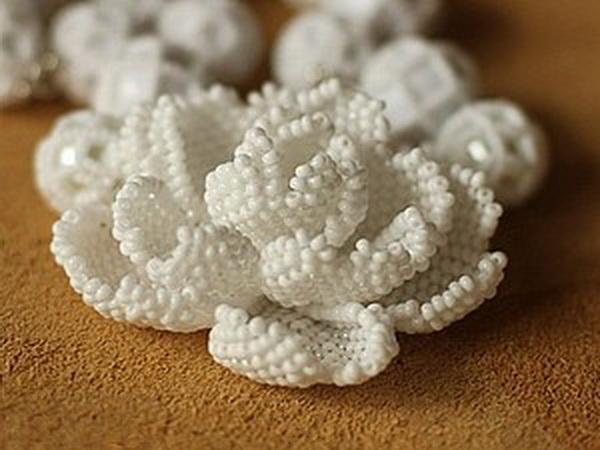 поделка из бисера цветок, как плести из бисера цветы, объёмный цветок из бисера мастер класс.